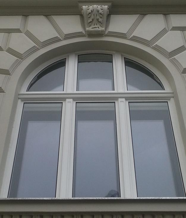 Au enansicht kastenfenster mit rundbogen stadlauer fenster - Fenster mit rundbogen ...