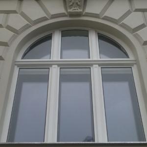 Außenansicht Kastenfenster mit Rundbogen - Eroicag. 1190 Wien (2)